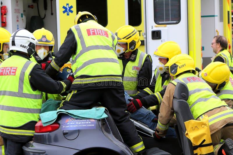 比尤利,汉普郡,英国- 2017年5月29日:消防员和医务人员关于 库存图片