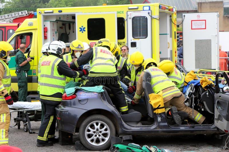 比尤利,汉普郡,英国- 2017年5月29日:消防员和医务人员关于 库存照片