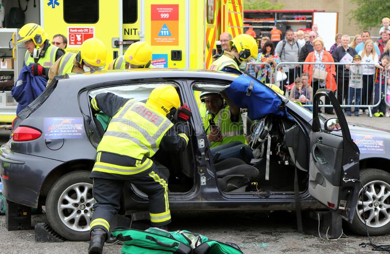 比尤利,汉普郡,英国- 2017年5月29日:消防员和医务人员在 免版税库存图片