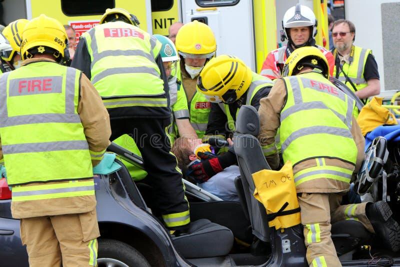 比尤利,汉普郡,英国- 2017年5月29日:消防员和医务人员PR 库存图片