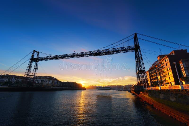 比斯卡亚吊桥日出的 库存图片