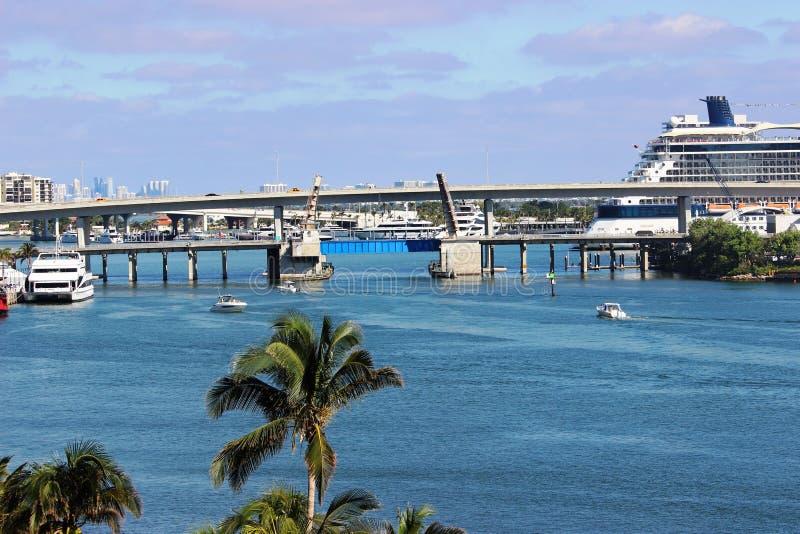 比斯坎湾桥梁 免版税库存照片