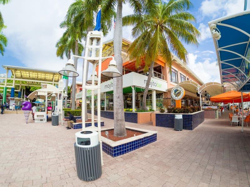 比斯坎湾的Bayside市场在迈阿密 库存图片