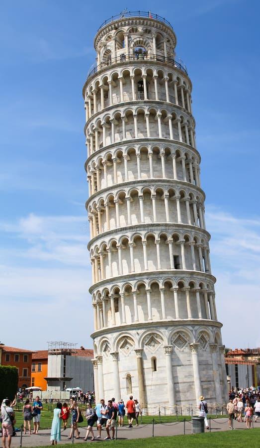 比萨斜塔在Pisas大教堂广场Piazza台尔D 免版税库存图片