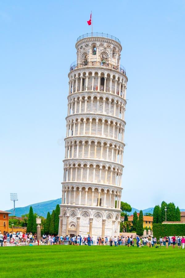 比萨斜塔o大教堂正方形在比萨,托斯卡纳,意大利 免版税库存图片