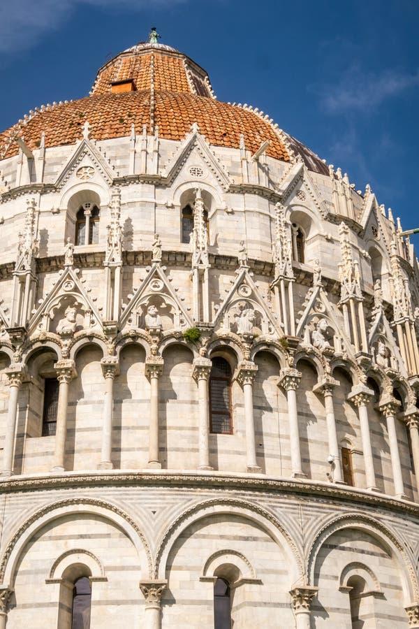 比萨的圣约翰洗礼池的建筑细节  r 免版税库存图片