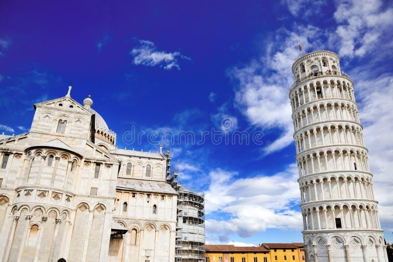 比萨,意大利斜塔和大教堂  免版税库存图片