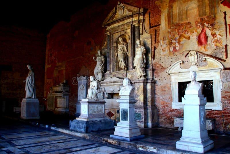 比萨,意大利-大约2018年2月:巨大的公墓的内部奇迹正方形的  库存图片