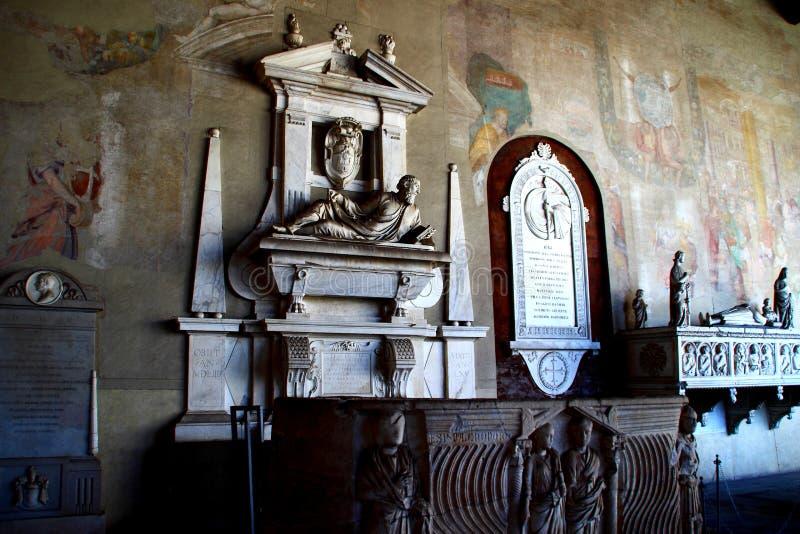 比萨,意大利-大约2018年2月:巨大的公墓的内部奇迹正方形的  库存照片