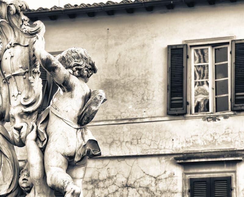 比萨,托斯卡纳 在奇迹正方形的雕塑细节  免版税库存照片