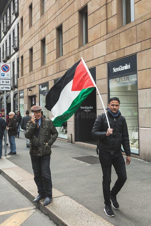 比赛犹太旅团的亲巴勒斯坦示威者 库存图片