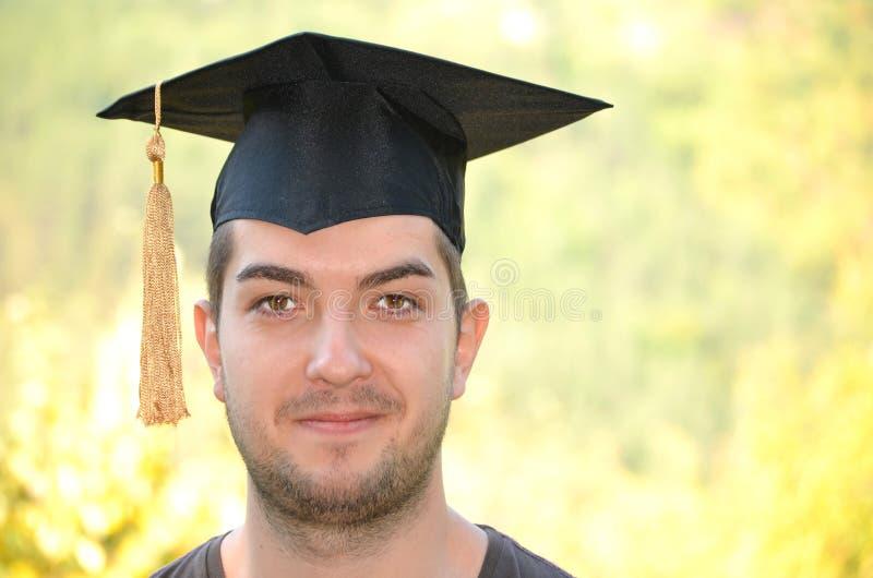 毕业微笑和看机会的人画象 免版税库存图片