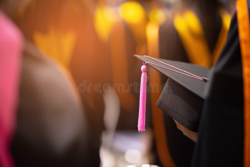 毕业生戴黑帽会议 图库摄影