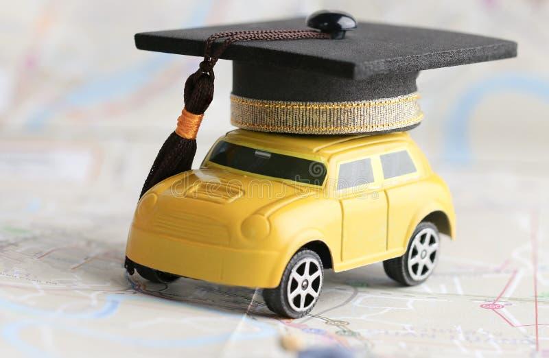 毕业生海外研究相互学校概念:毕业盖帽 免版税库存照片