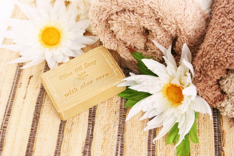 毛巾和肥皂 免版税库存照片