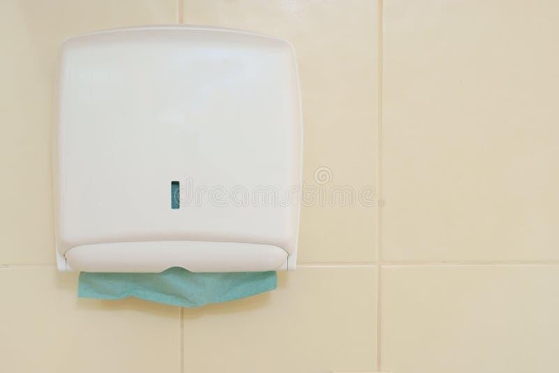 毛巾纸分配器 库存图片