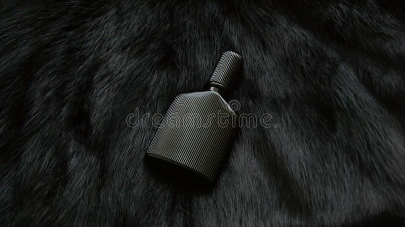 毛皮和瓶香水 库存图片