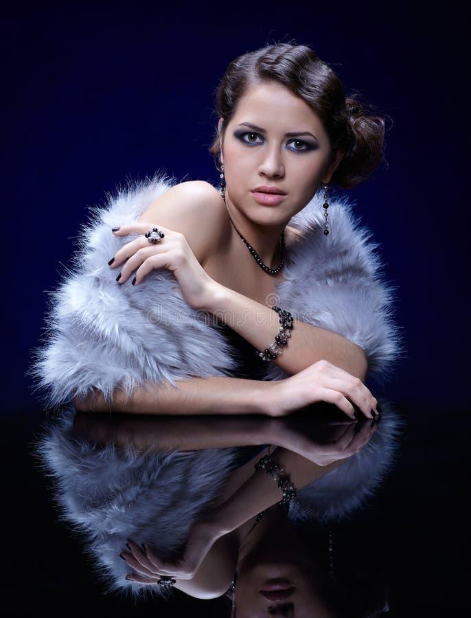 Download 毛皮妇女 库存图片. 图片 包括有 白种人, 逗人喜爱, 女性, beauvoir, 欧洲, 构成, 蓝色 - 22355119
