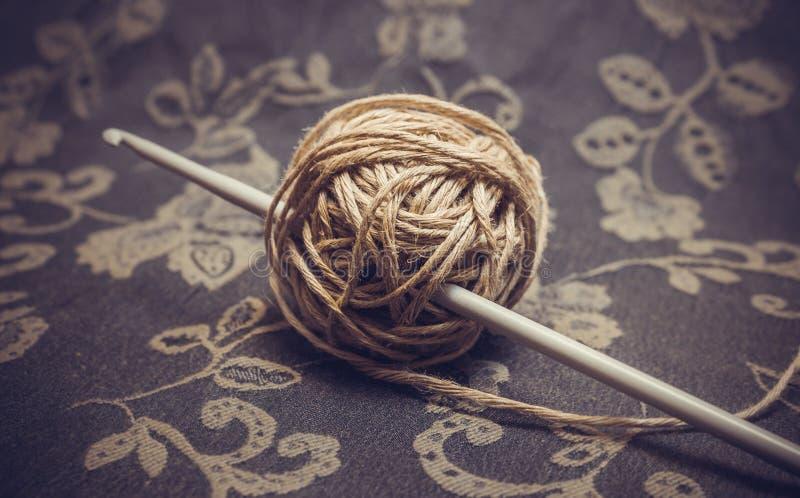 毛线和钩针 免版税图库摄影