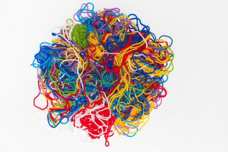 毛线的抽象样式,颜色穿线在白色隔绝的束 免版税库存照片