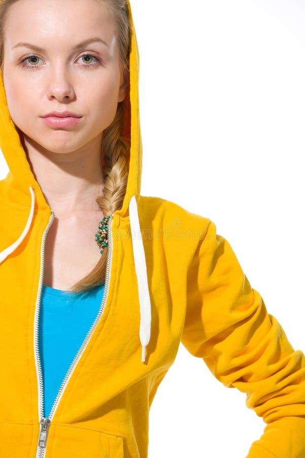 毛线衣的现代少年女孩有被装饰的敞篷的 免版税库存照片