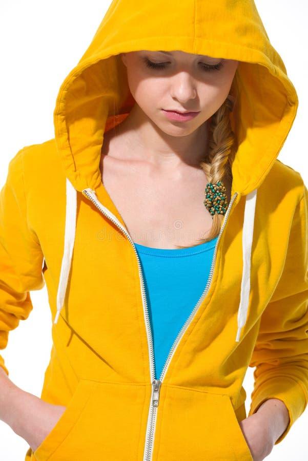 毛线衣的现代少年女孩有被装饰的敞篷的 免版税图库摄影