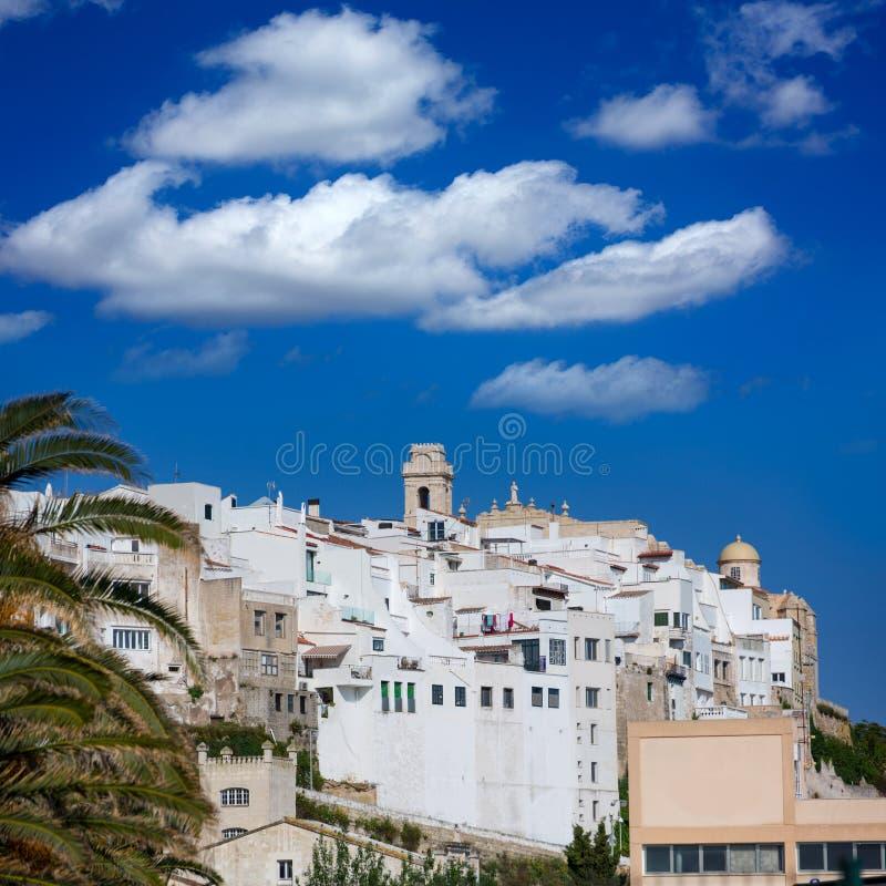 毛马翁街市白色市在Balearics的Menorca 免版税库存图片