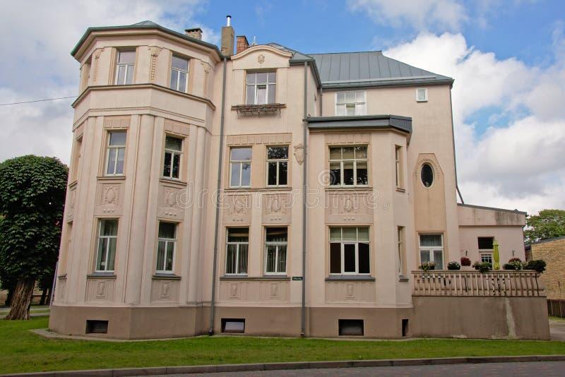 毫华新古典大厦在利耶帕亚,拉脱维亚 免版税库存图片