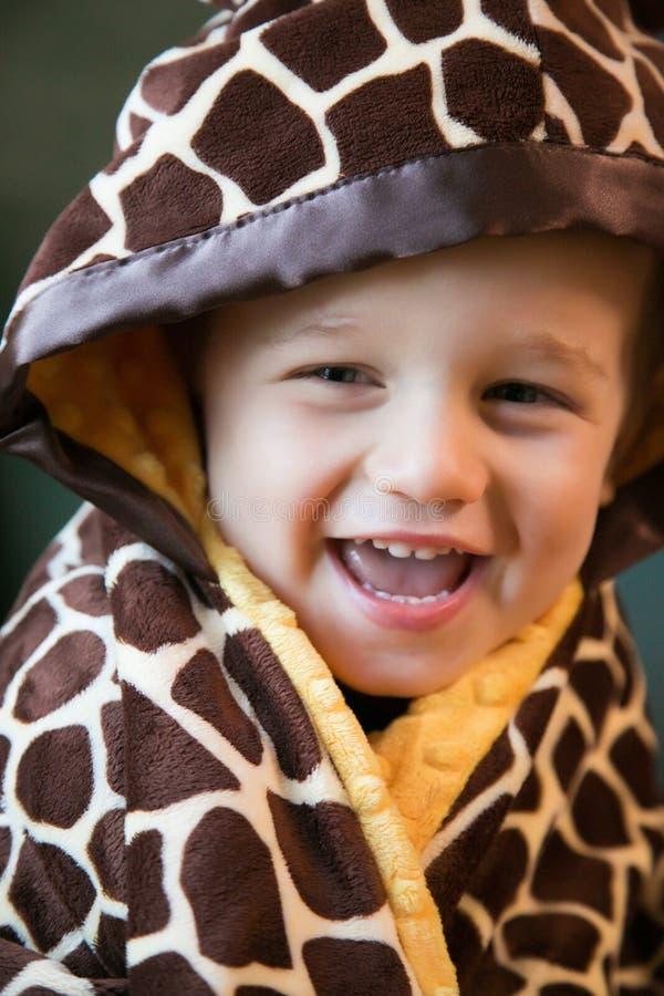 毯子的男孩 免版税库存图片