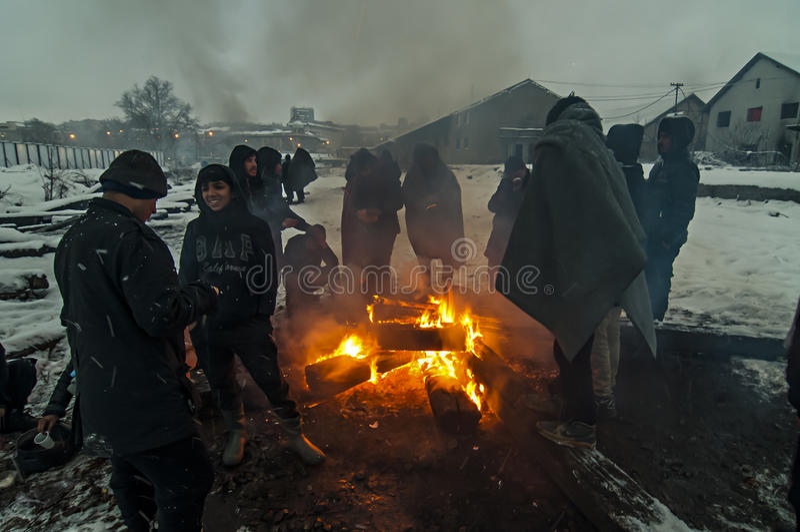 移民是激昂在雪和冷气候的火 免版税图库摄影