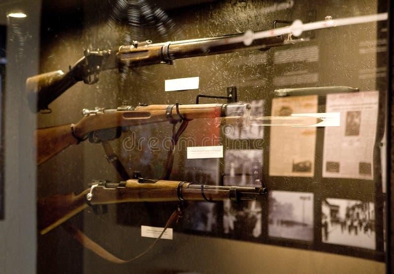民用西班牙战争 在沟槽找到的不同的弹药 库存图片