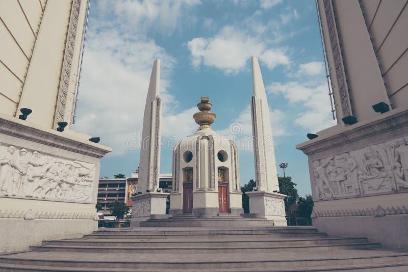 民主纪念碑在曼谷,泰国的中心 免版税库存照片