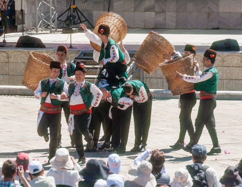 民间节日的塞尔维亚舞蹈家 免版税图库摄影