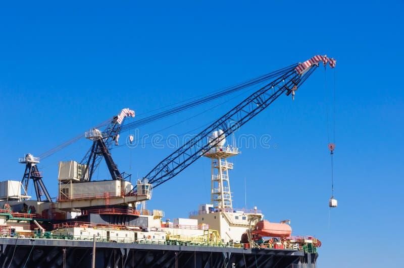 气体和抽油装置在塞浦路斯 平台 免版税库存照片
