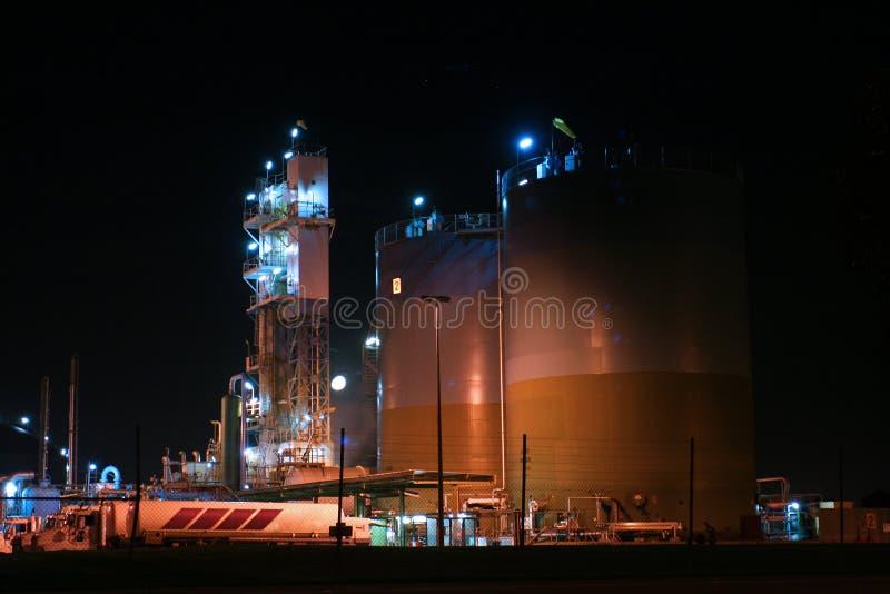 气体精炼厂坦克 免版税库存照片
