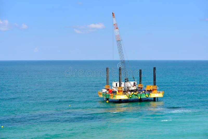 气体钻进法船具平台在地中海 库存图片