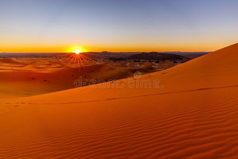 气候变化、全球变暖和荒漠化概念 库存照片