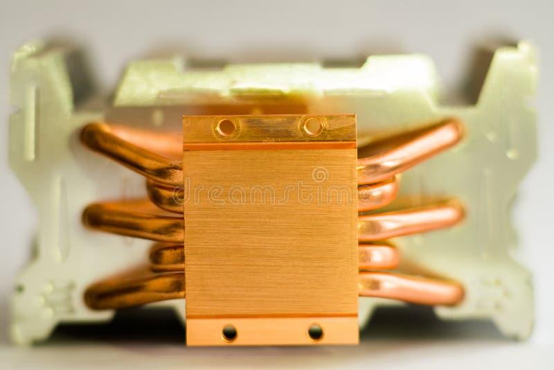 气冷的概念一台计算机铝幅射器的中央处理机有铜的 免版税库存照片
