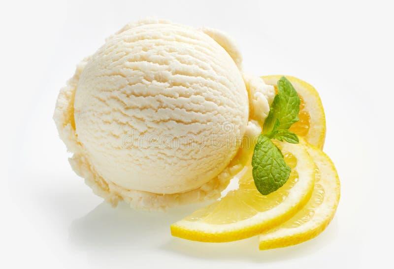 气味强烈的新鲜的柠檬柑橘冰糕或冰淇凌 免版税库存照片