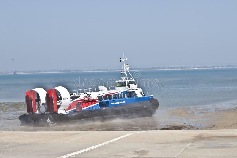 气垫船小岛人 库存图片