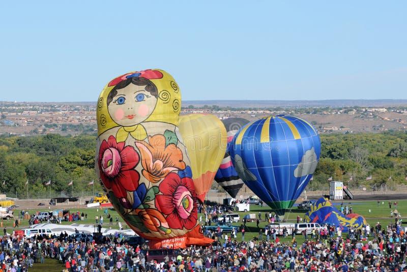 Download 气球拥挤节日国际 编辑类图片. 图片 包括有 演奏台, 拥挤, 陈腐, 形状, 户外, 玩偶, 活动, 航空 - 22355160