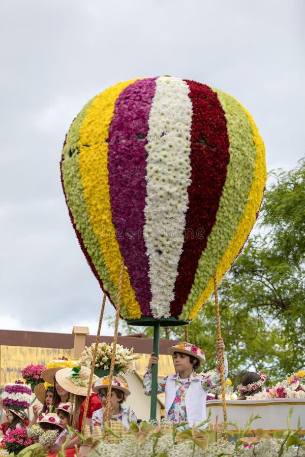 气球模仿由五颜六色的花制成在马德拉花节日游行在丰沙尔 图库摄影