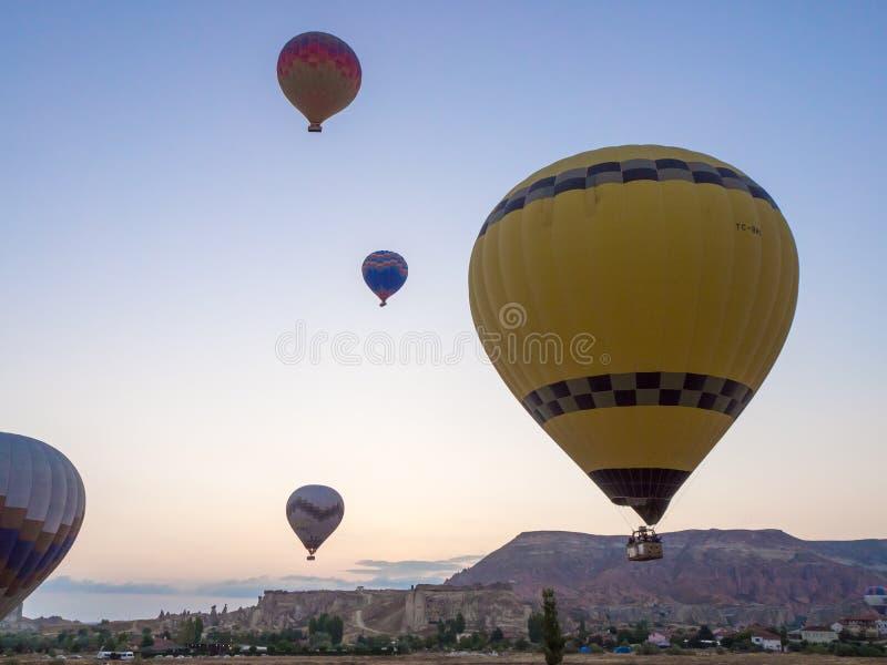 气球游览在Goreme 免版税库存图片