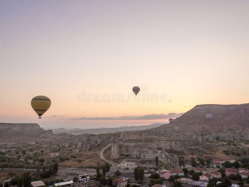 气球游览在Goreme 免版税图库摄影