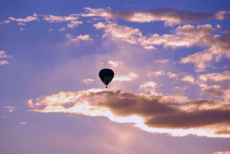 气球热剪影 免版税库存照片