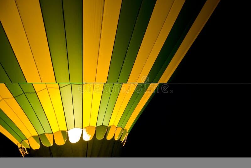 气球热晚上 免版税库存照片