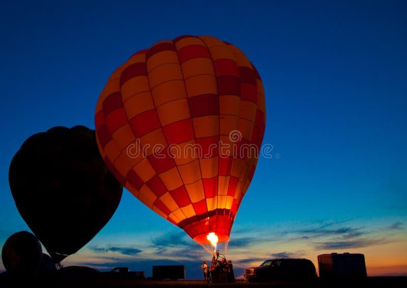 气球焕发晚上 库存照片