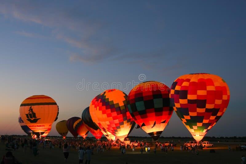 气球焕发热晚上 库存照片