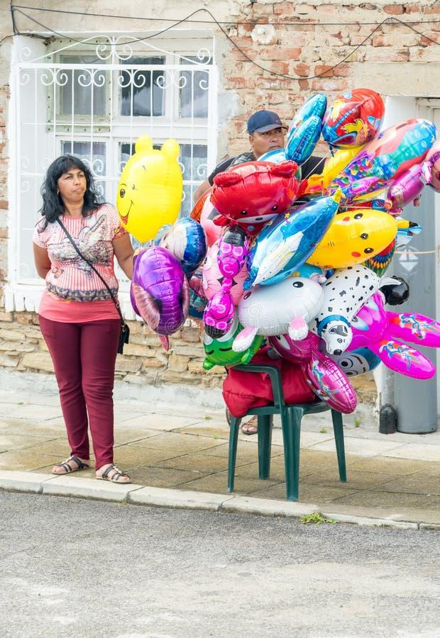 气球的卖主在Nestinarski比赛的在保加利亚 库存图片