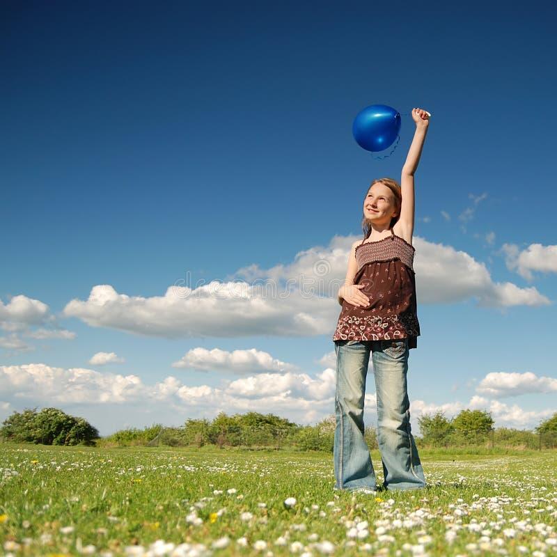 气球蓝色女孩 免版税库存图片